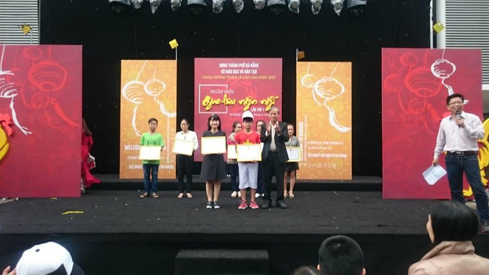 Học sinh nhận giải nhất Dân vũ
